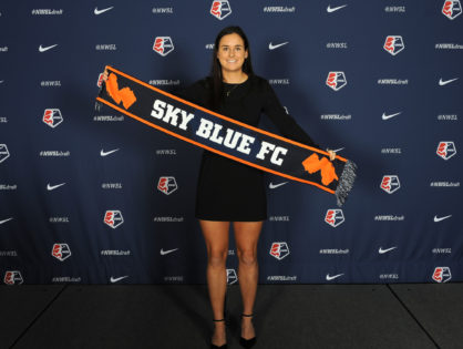 USF alumna Evelyne Viens makes first NWSL start
